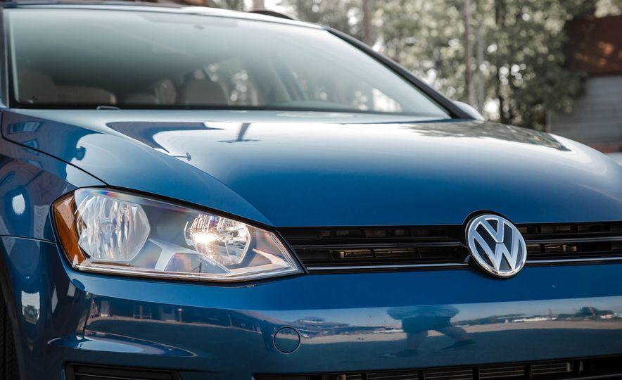 2018 Volkswagen Golf SportWagen - Slide 18