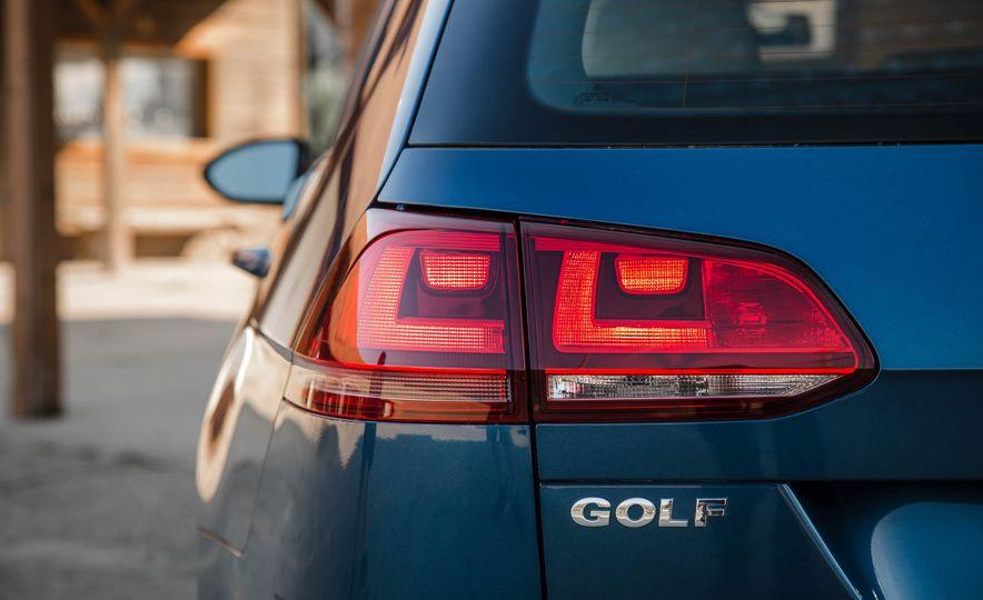 2018 Volkswagen Golf SportWagen - Slide 21
