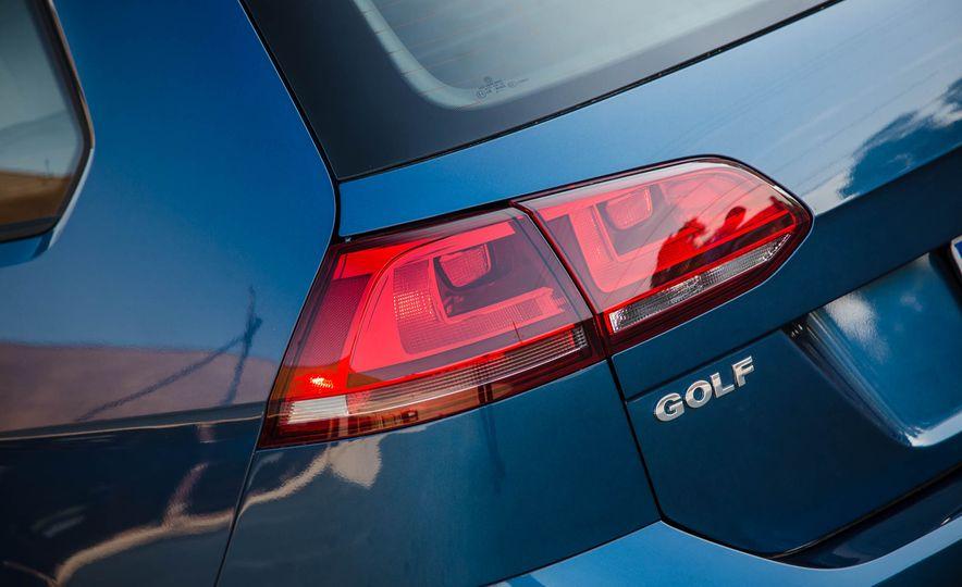 2018 Volkswagen Golf SportWagen - Slide 22