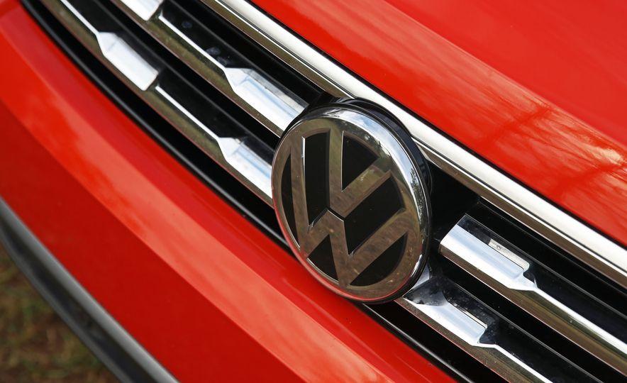 2018 Volkswagen Tiguan FWD - Slide 11