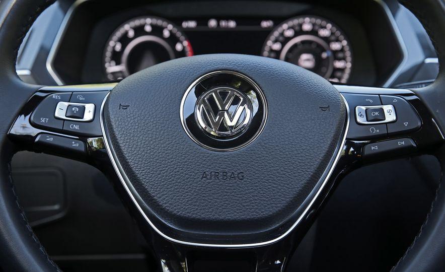 2018 Volkswagen Tiguan FWD - Slide 19