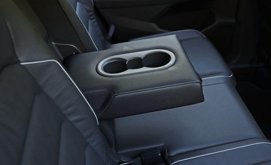 2018 Volkswagen Tiguan FWD - Slide 32