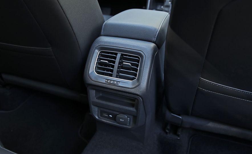 2018 Volkswagen Tiguan FWD - Slide 33