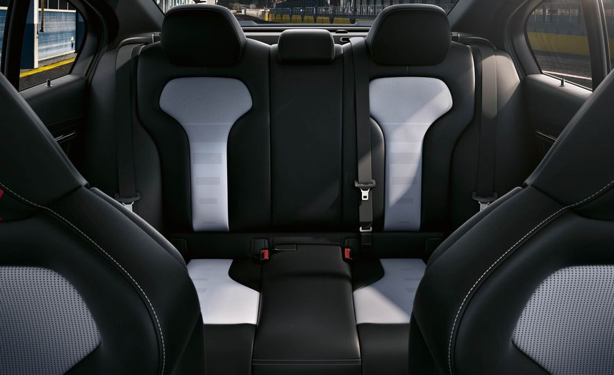 2018 BMW M3 CS - Slide 25