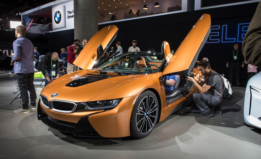2019 BMW i8 coupe and 2019 BMW i8 roadster - Slide 52