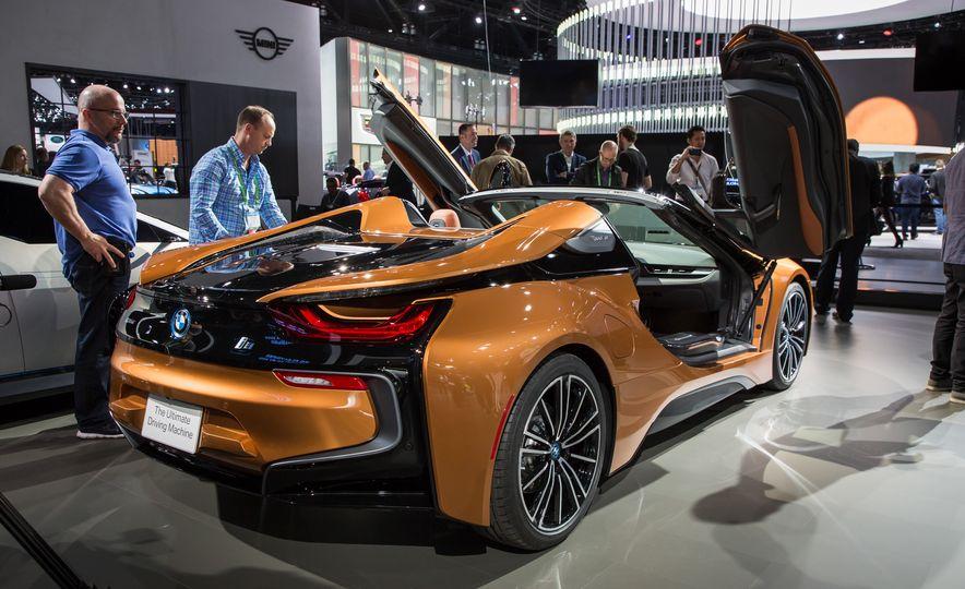 2019 BMW i8 coupe and 2019 BMW i8 roadster - Slide 54