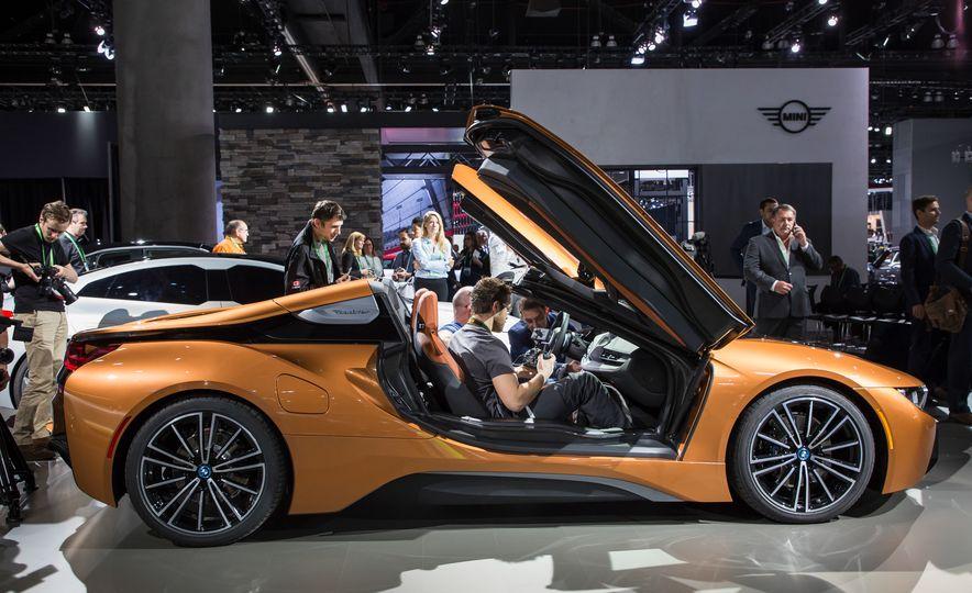 2019 BMW i8 coupe and 2019 BMW i8 roadster - Slide 55