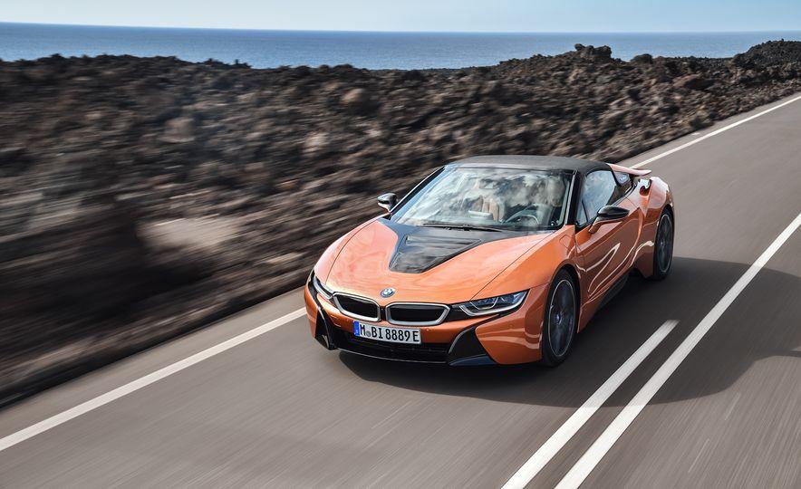 2019 BMW i8 coupe and 2019 BMW i8 roadster - Slide 11