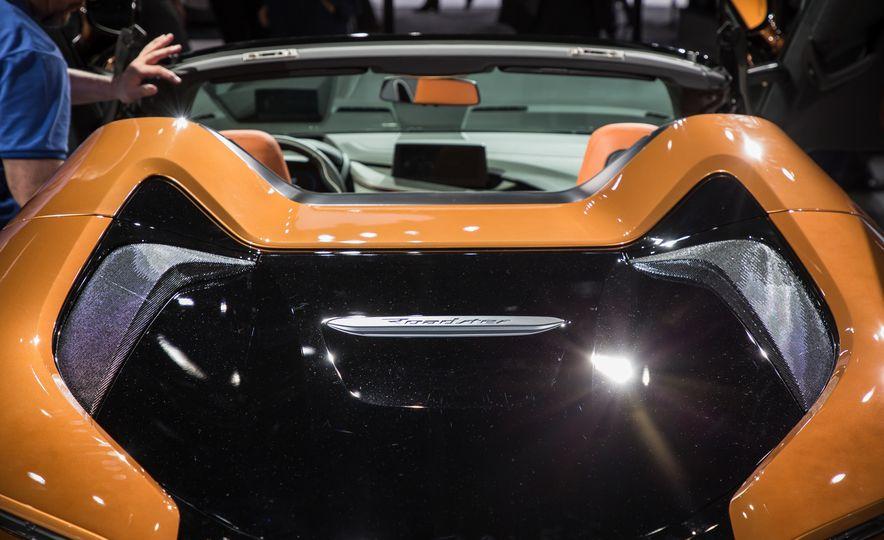 2019 BMW i8 coupe and 2019 BMW i8 roadster - Slide 56