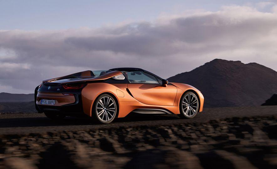 2019 BMW i8 coupe and 2019 BMW i8 roadster - Slide 12