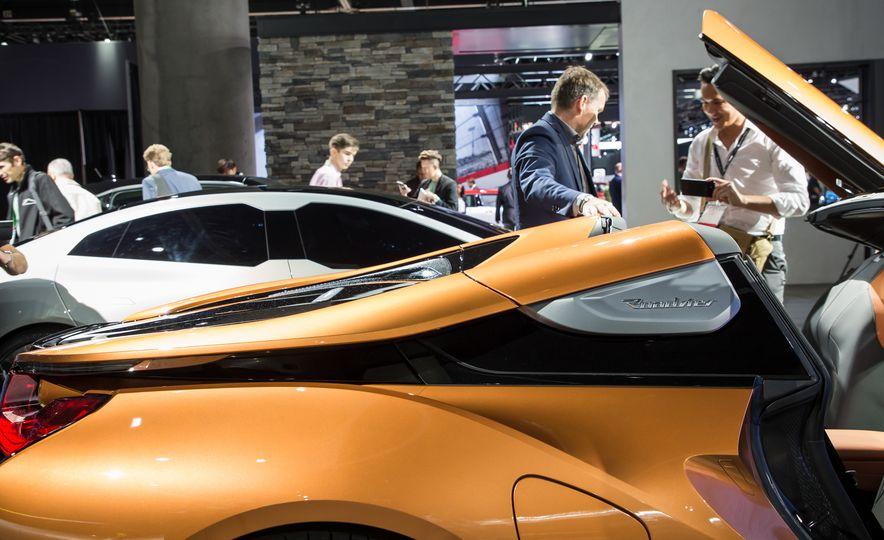 2019 BMW i8 coupe and 2019 BMW i8 roadster - Slide 57