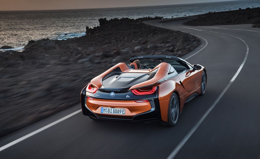2019 BMW i8 coupe and 2019 BMW i8 roadster - Slide 13