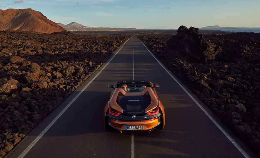 2019 BMW i8 coupe and 2019 BMW i8 roadster - Slide 14