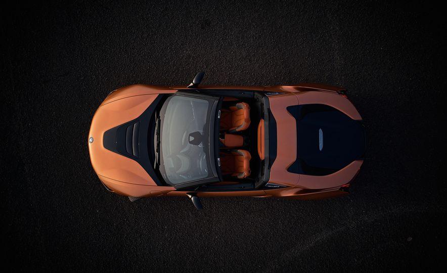 2019 BMW i8 coupe and 2019 BMW i8 roadster - Slide 16