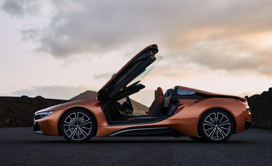 2019 BMW i8 coupe and 2019 BMW i8 roadster - Slide 17