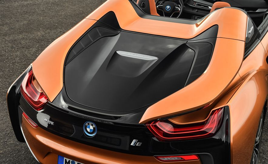 2019 BMW i8 coupe and 2019 BMW i8 roadster - Slide 18