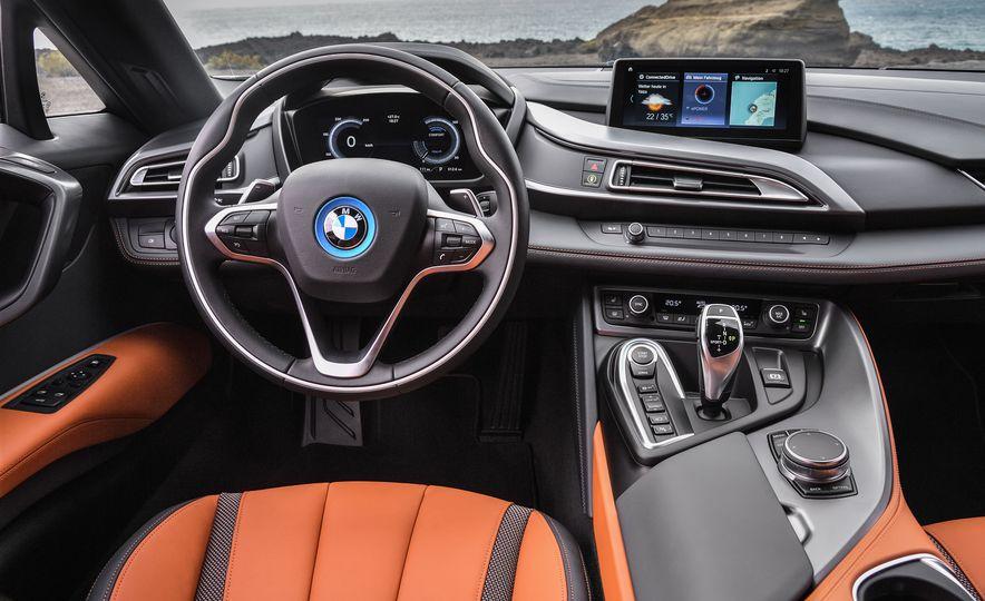 2019 BMW i8 coupe and 2019 BMW i8 roadster - Slide 22
