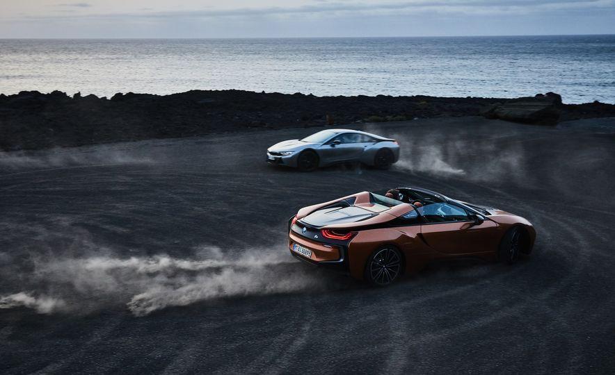 2019 BMW i8 coupe and 2019 BMW i8 roadster - Slide 3