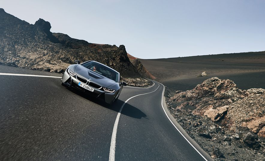 2019 BMW i8 coupe and 2019 BMW i8 roadster - Slide 27