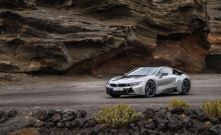 2019 BMW i8 coupe and 2019 BMW i8 roadster - Slide 31