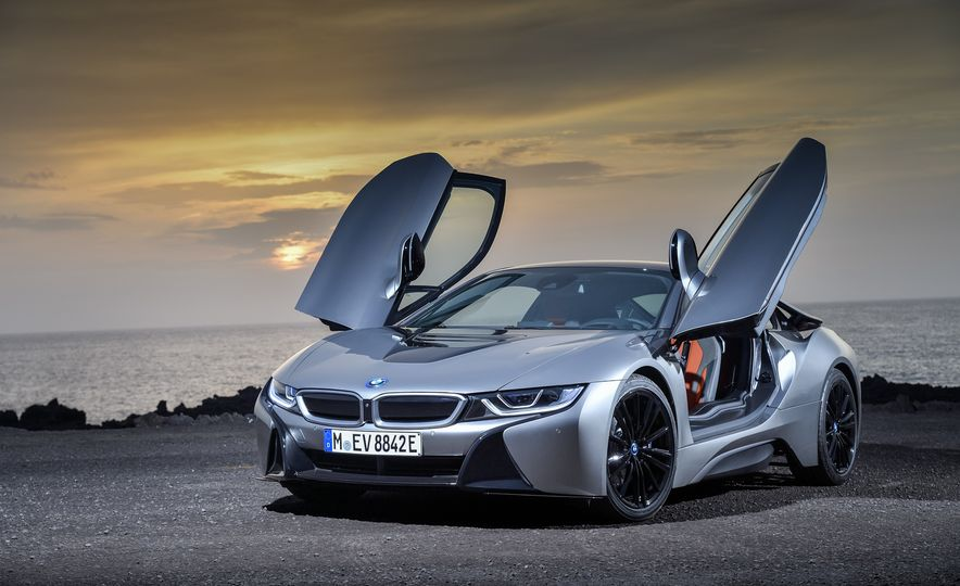 2019 BMW i8 coupe and 2019 BMW i8 roadster - Slide 32