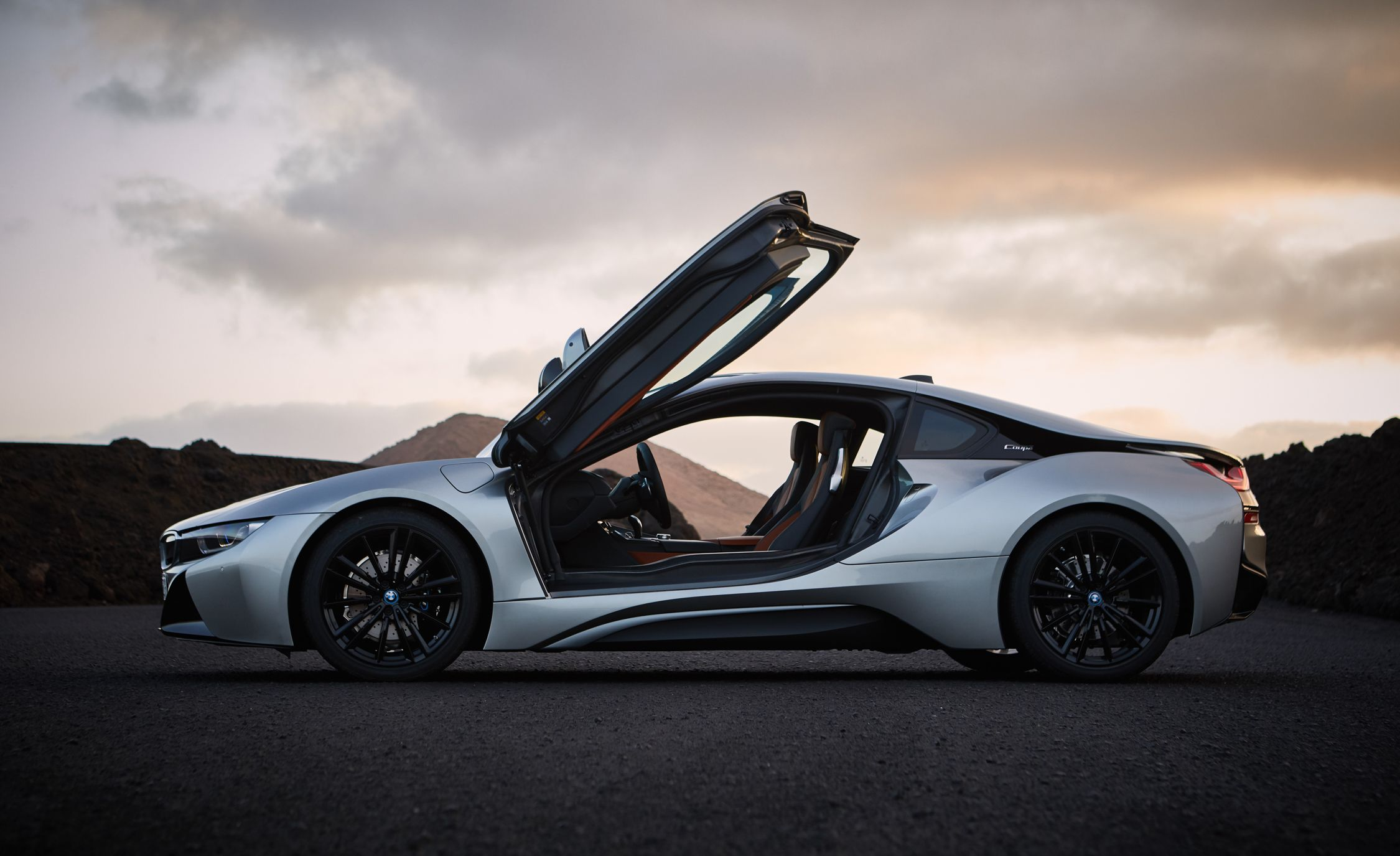 BMW I Reviews BMW I Price Photos And Specs Car And Driver - 2015 bmw i8 msrp