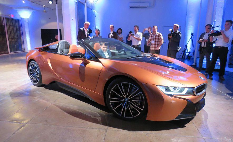 2019 BMW i8 coupe and 2019 BMW i8 roadster - Slide 34