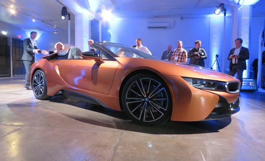 2019 BMW i8 coupe and 2019 BMW i8 roadster - Slide 35