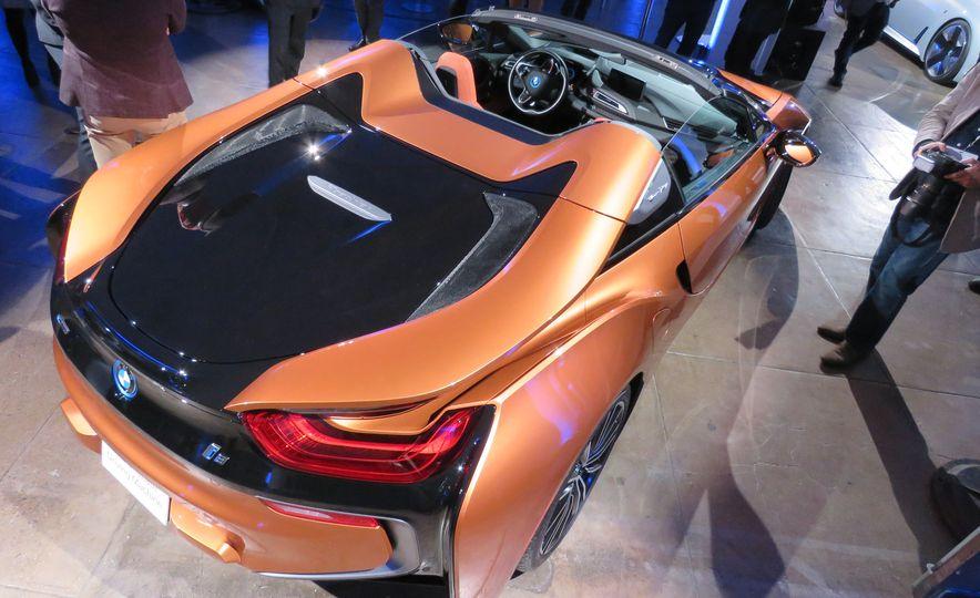 2019 BMW i8 coupe and 2019 BMW i8 roadster - Slide 38
