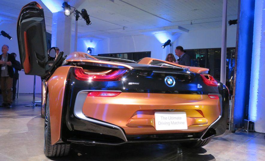 2019 BMW i8 coupe and 2019 BMW i8 roadster - Slide 39