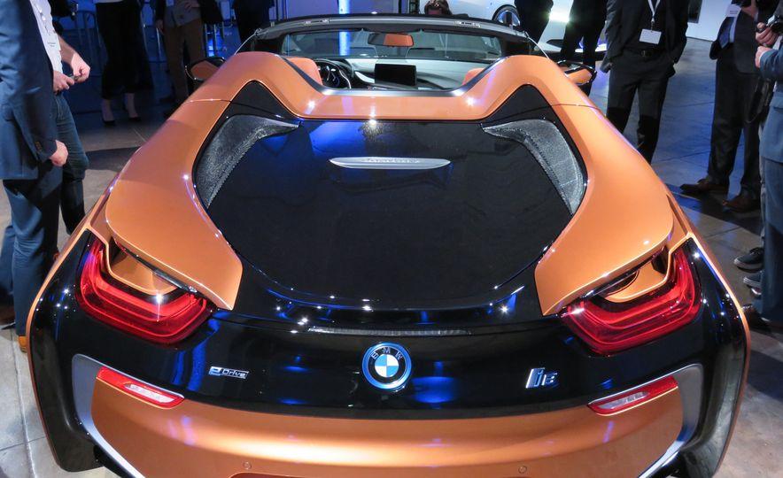 2019 BMW i8 coupe and 2019 BMW i8 roadster - Slide 40