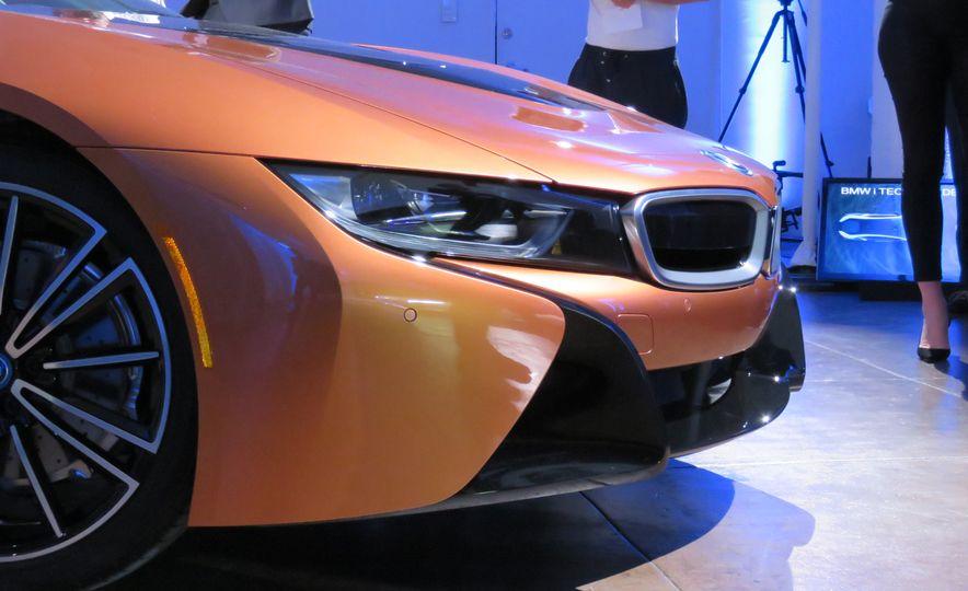 2019 BMW i8 coupe and 2019 BMW i8 roadster - Slide 41