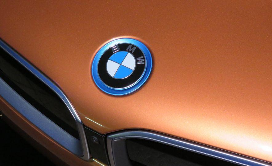 2019 BMW i8 coupe and 2019 BMW i8 roadster - Slide 42