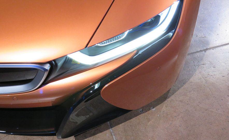 2019 BMW i8 coupe and 2019 BMW i8 roadster - Slide 43