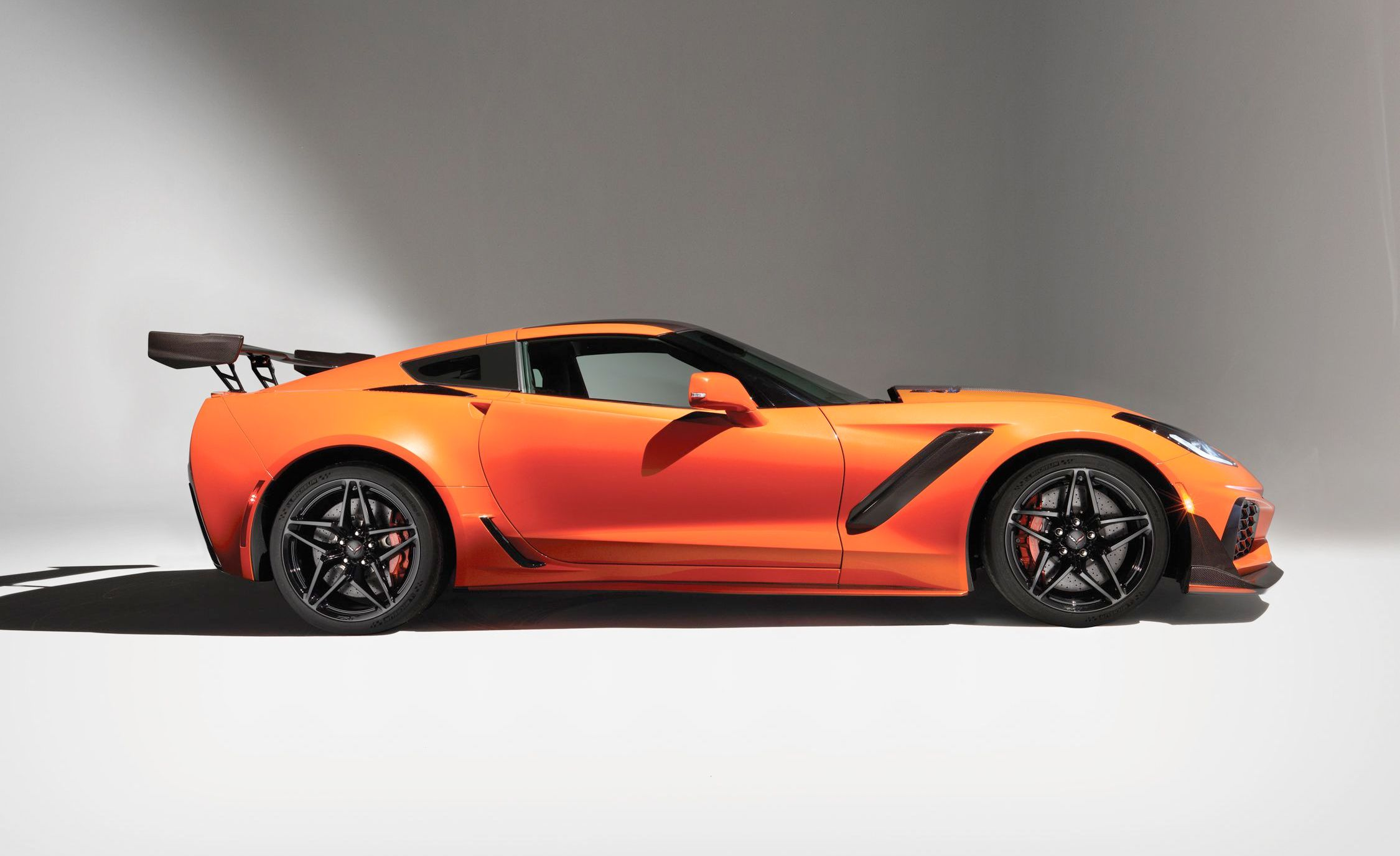 Chevrolet Corvette ZR1 Reviews | Chevrolet Corvette ZR1 Price, Photos, and  Specs | Car and Driver