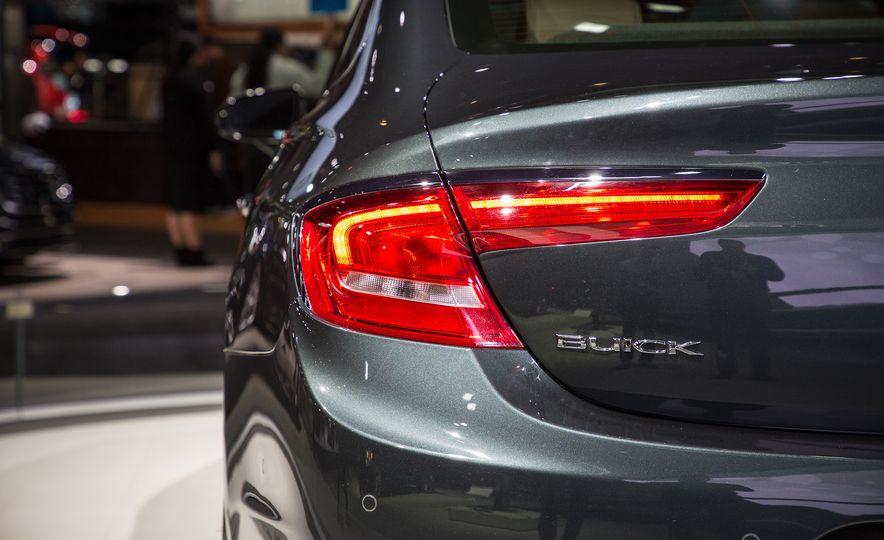 2018 Buick LaCrosse Avenir - Slide 17