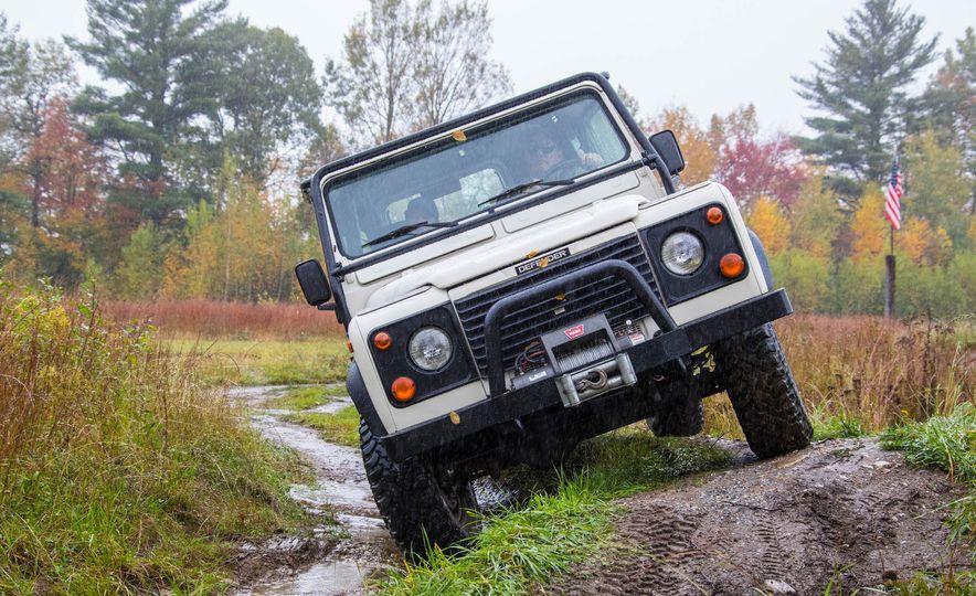 Land Rover Defender Experience - Slide 2