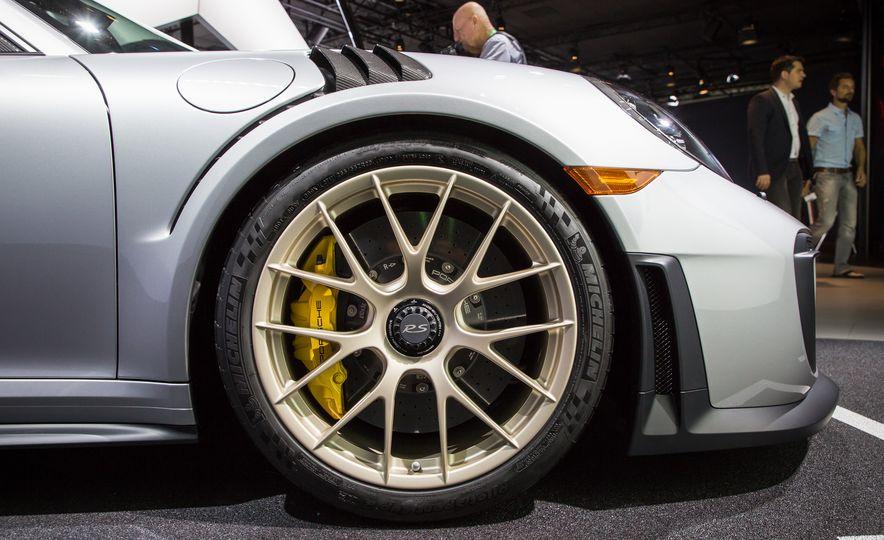 2018 Porsche 911 GT2 RS - Slide 106