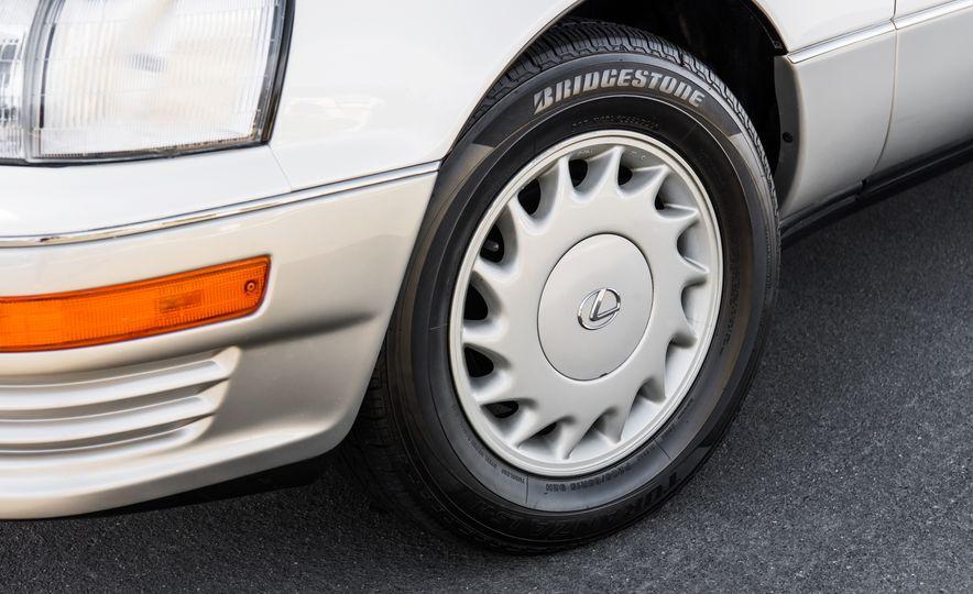 1990 Lexus LS400 - Slide 5