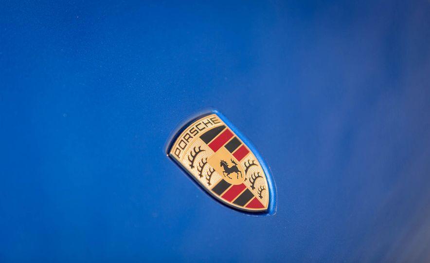 2017 Porsche Macan Turbo - Slide 25