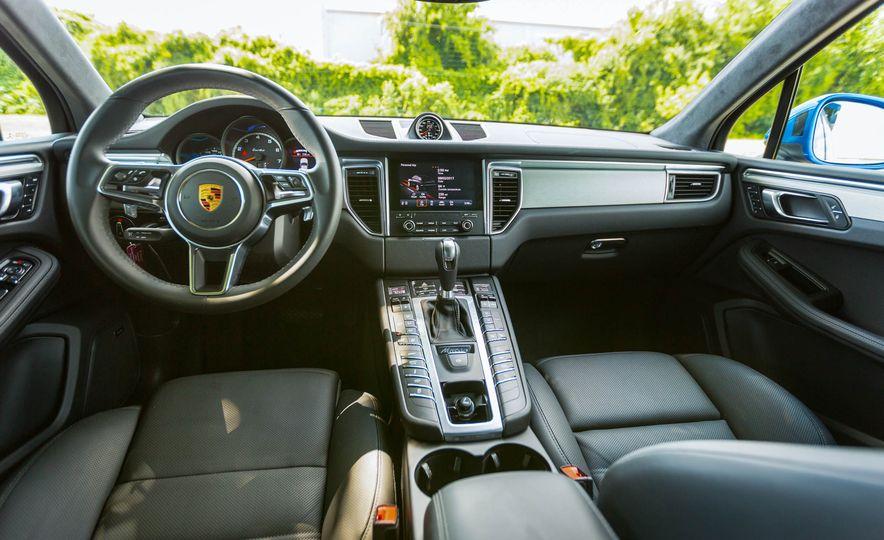2017 Porsche Macan Turbo - Slide 30