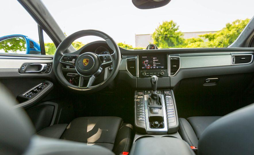 2017 Porsche Macan Turbo - Slide 31