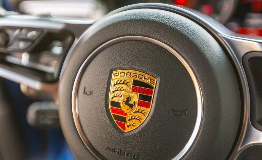 2017 Porsche Macan Turbo - Slide 34