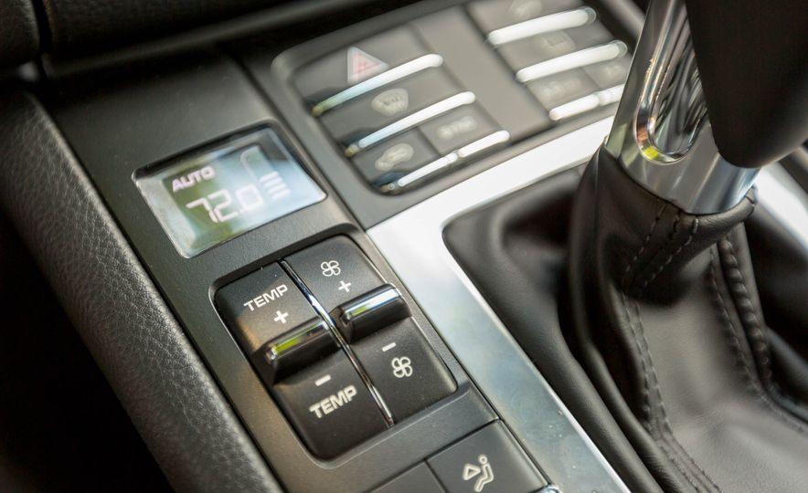 2017 Porsche Macan Turbo - Slide 48
