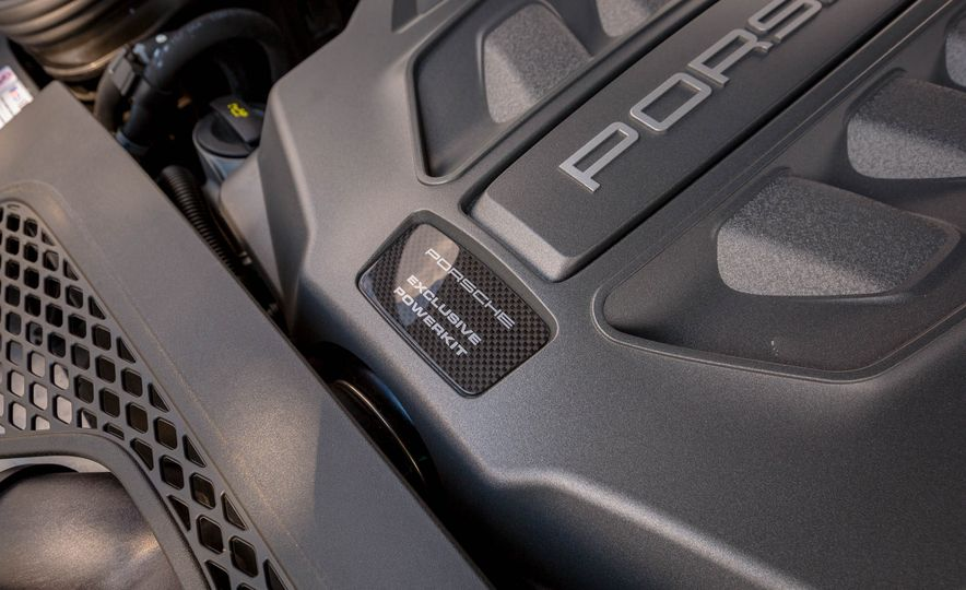 2017 Porsche Macan Turbo - Slide 62