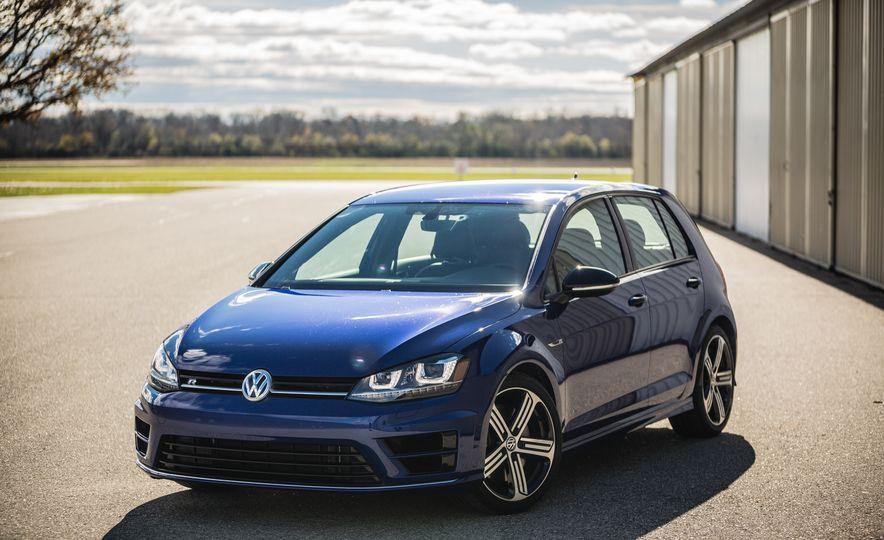 2017 Volkswagen Golf R - Slide 14