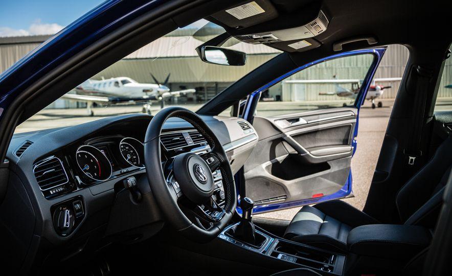 2017 Volkswagen Golf R - Slide 23