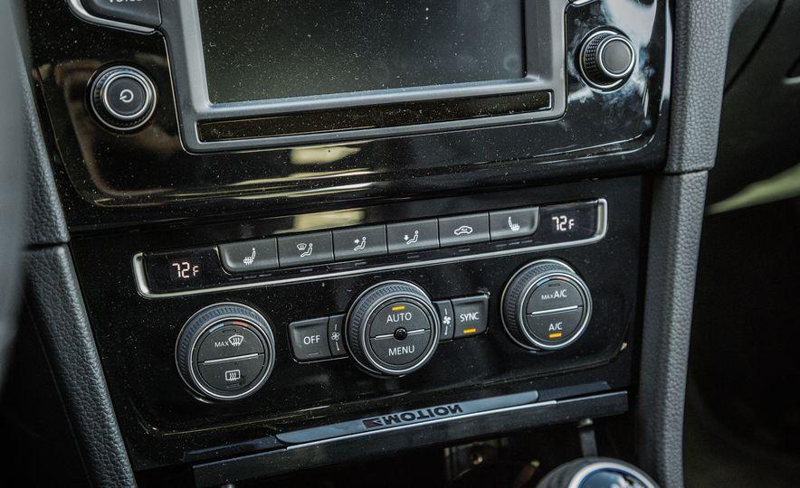 2017 Volkswagen Golf R - Slide 34