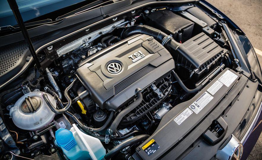 2017 Volkswagen Golf R - Slide 35