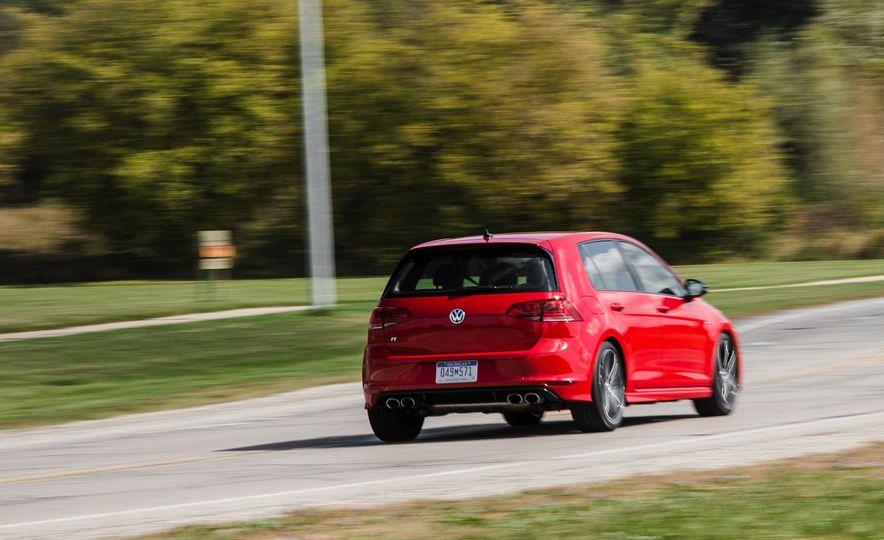 2017 Volkswagen Golf R - Slide 43